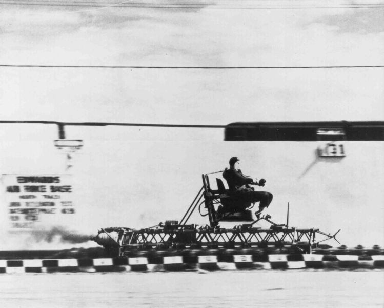 749px-Rocket_sled_track.triddle.jpg